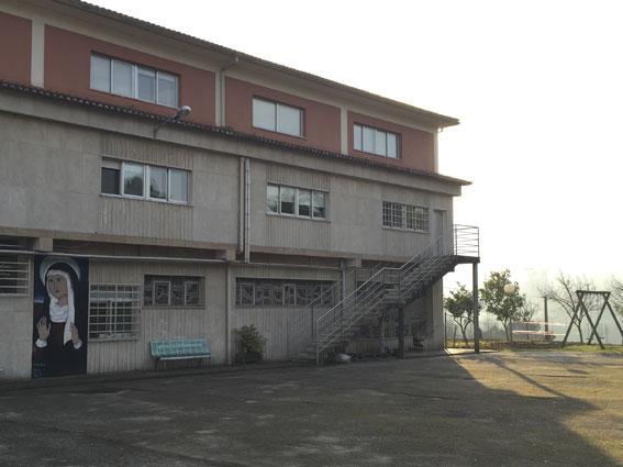 Fachada principal centro Esclavas Virgen Dolorosa de Mos para mujeres con discapacidad Intelectual